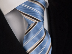 Handvernähte Krawatte aus Seide weiss mokka gold gestreift