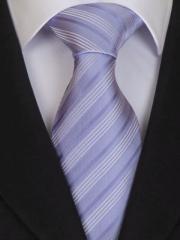 Handvernähte Krawatte aus Seide flieder und weiss gestreift