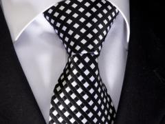 Handvernähte Krawatte aus Seide weiss schwarz kariert