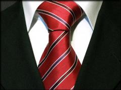 Handvernähte Krawatte aus Seide rot mit schwarz blau und weissen Streifen