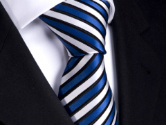 Handvernähte Krawatte aus Seide blau weiss schwarz gestreift