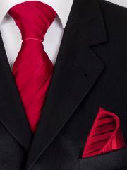 Exklusives seven fold Krawatten Set mit Einstecktuch aus Seide in Rot