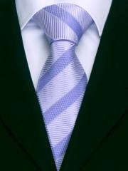 Handvernähte Krawatte aus Seide in fliederfarbenen Muster