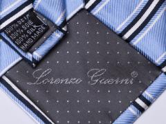 Handvernähte Krawatte aus Seide blau schwarz weiss gestreift