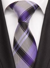 Handvernähte Krawatte aus Seide schwarz lila flieder gestreift
