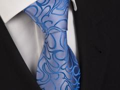 Handvernähte Krawatte aus Seide in Blau, changierend gemustert