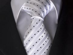Handvernähte Krawatte aus Seide weiss mit schwarzen Punkten