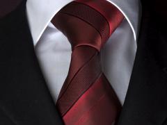 Handvernähte Krawatte aus Seide burgund und schwarz gestreift