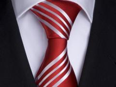 Handvernähte Krawatte aus Seide in rot, weiss gestreift