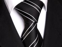 Handvernähte Krawatte aus Seide schwarz weiss gestreift