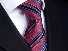 Handvernähte Krawatte aus Seide burgund, schwarz blau gestreift
