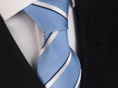 Handvernähte Krawatte aus Seide blau silber und schwarz gestreift
