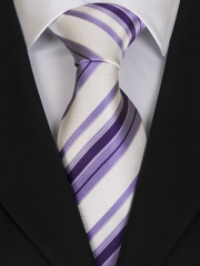 Handvernähte Krawatte aus Seide weiss mit Streifen in Flieder und violett
