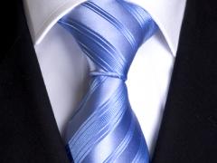Handvernähte Krawatte aus Seide in hellblau
