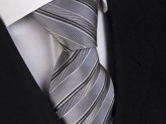 Handvernähte Krawatte aus Seide silber und schwarz gestreift