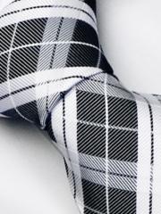 Handvernähte Krawatte aus Seide weiss schwarzes Karo Streifen Muster